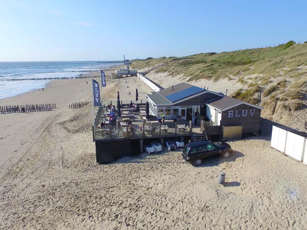 Strandpaviljoen Bluv op het mooiste strand van Nederland